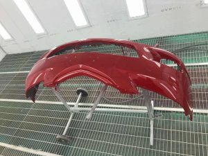 Красный бампер для авто